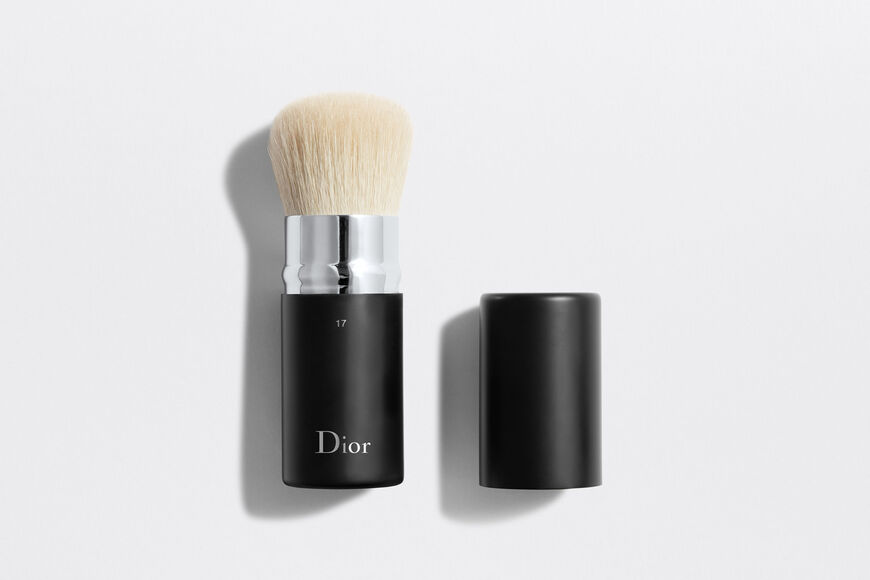 Dior - Dior Backstage Kabuki Brush N°17 Retractable kabuki brush n°17 Open gallery