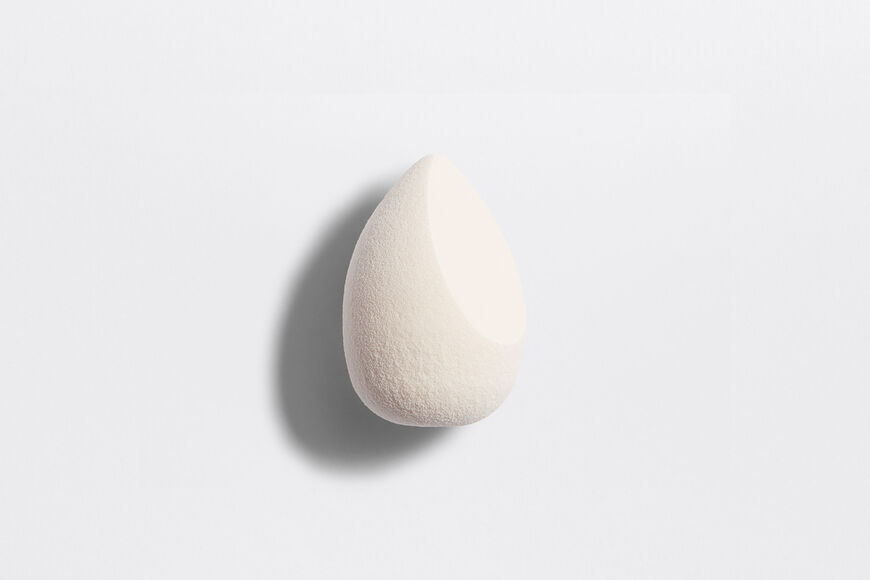 Dior - Backstage Blender Fluid foundation sponge - bevel-shaped - buildable coverage Open gallery