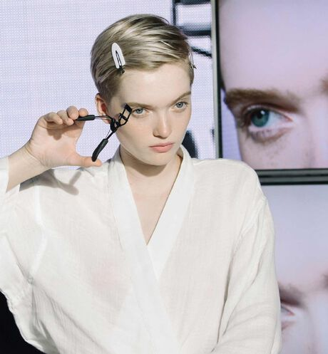 Dior - Dior Backstage - Eyelash Curler Eyelash curler - ultra-smooth squeeze - instant perfect curl - 4 Open gallery