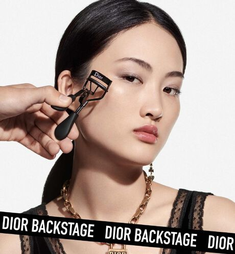 Dior - Dior Backstage - Eyelash Curler Eyelash curler - ultra-smooth squeeze - instant perfect curl - 2 Open gallery