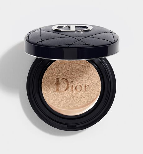 Dior - Dior Forever Couture Perfect Cushion 24H wear* high perfection - luminous matte finish - Skin-caring fresh foundation - 24H hydration** - SPF 35 - PA+++ * Instrumental test on 20 women. ** Instrumental test on 11 women.