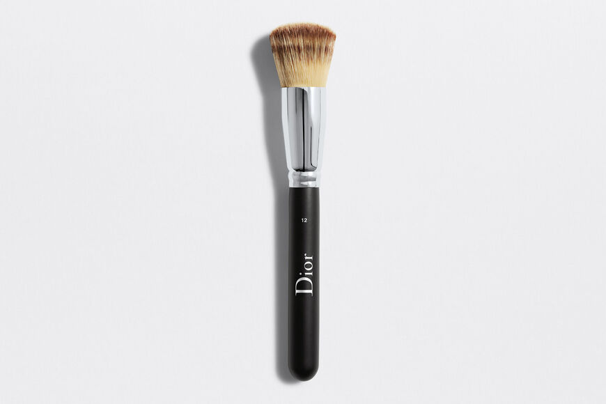 Dior - Dior Backstage Full Coverage Fluid Foundation Brush N° 12 Brocha para fondo de maquillaje fluido alta cobertura n° 12 aria_openGallery