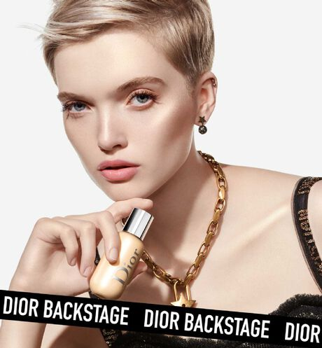 Dior - Dior Backstage - Face & Body Glow Universal multi-use highlighter - natural glow - waterproof & sweat-resistant - 6 Open gallery