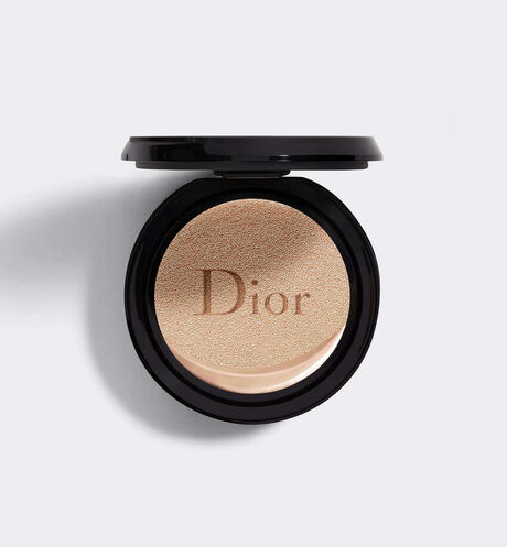 Dior - Dior Forever Couture Perfect Cushion 24H wear* - High perfection & luminous matte finish - Skin-caring fresh foundation - 24H hydration** - SPF 35 - PA+++ Refill * Instrumental test on 20 women. ** Instrumental test on 11 women.