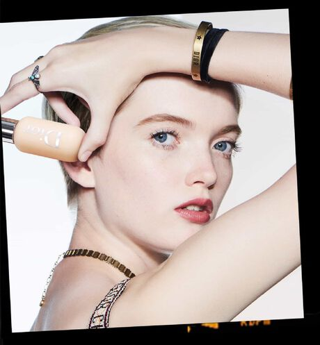 Dior - Dior Backstage Face & Body Foundation Professional performance - face and body foundation - 61 Open gallery