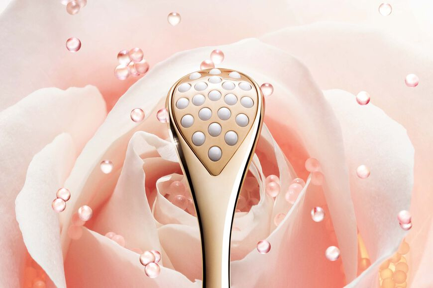 Dior - Dior Prestige Le Pétale Multi-Perlé The exceptional invigorating and sculpting massage tool Open gallery