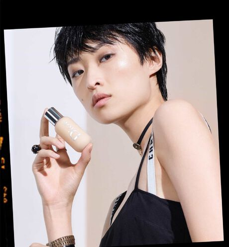 Dior - Dior Backstage Face & Body Foundation Professional performance - face and body foundation - 60 Open gallery