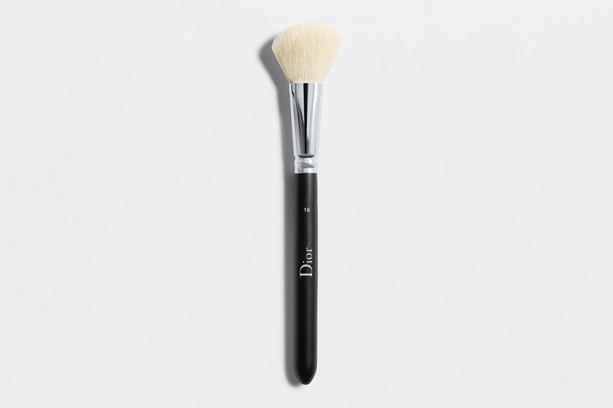 Dior - Dior Backstage Blush Brush N°16 Makeup brush - powder blush & cream blush Open gallery